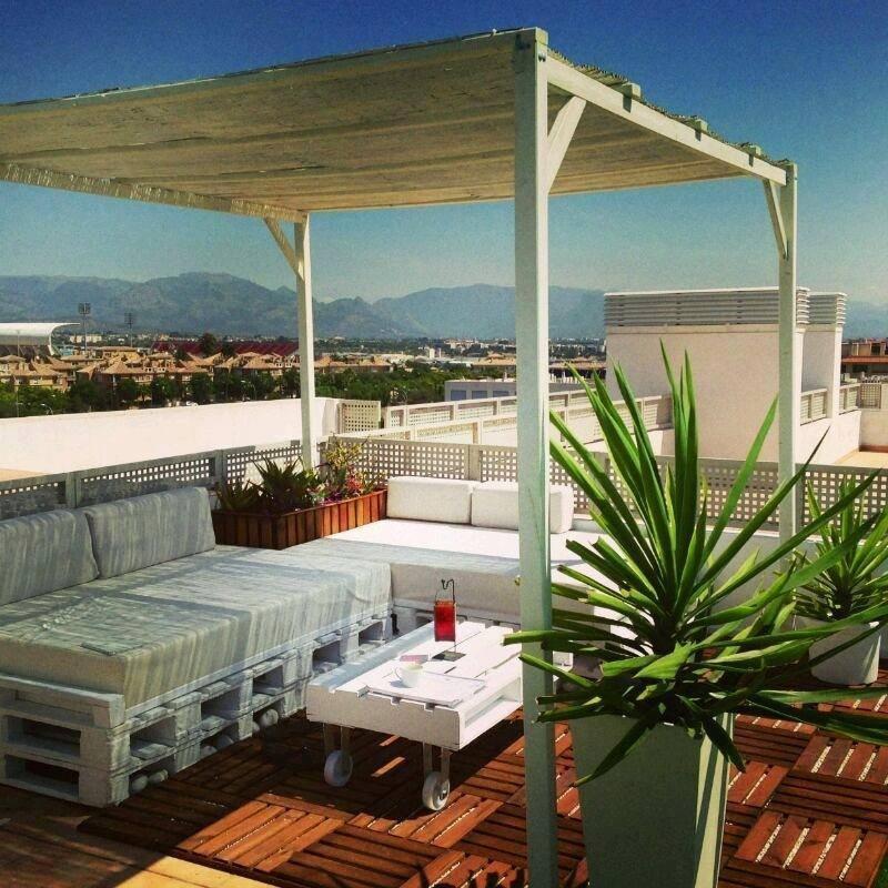 Mobiliario terraza jardin multihogar alicante for Decoracion vallas jardin
